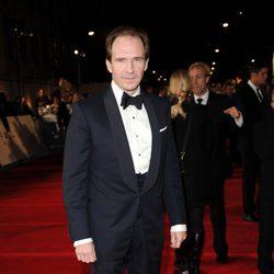 Ralph Fiennes en la premiere mundial de 'Skyfall' en Londres