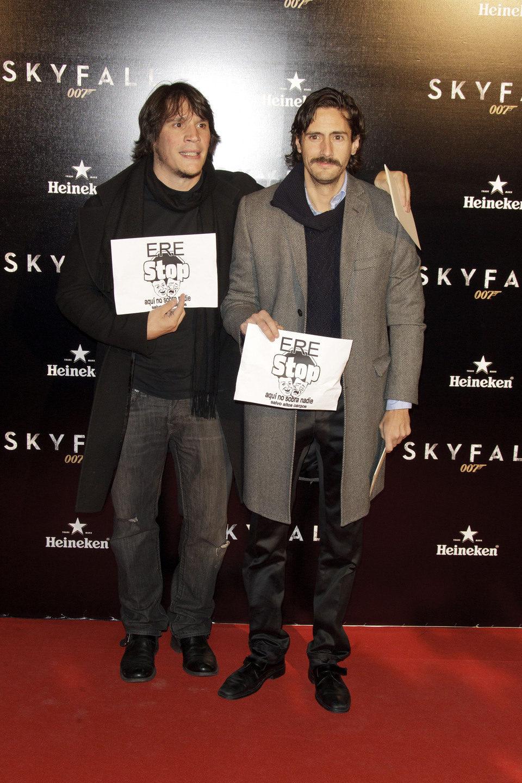 Sergio Peris-Mencheta y Juan Diego Botto en la premiere de 'Skyfall' en Madrid