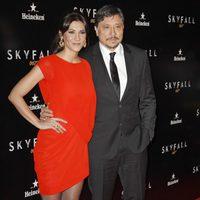Cecilia Gessa y Carlos Bardem en la premiere de 'Skyfall' en Madrid