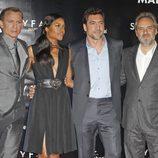 Daniel Craig, Naomie Harris, Javier Bardem y Sam Mendes en la premiere de 'Skyfall' en Madrid