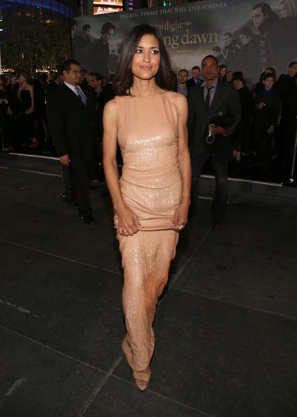 Julia Jones en el estreno de 'Amanecer. Parte 2' en Los Ángeles