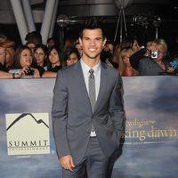 Taylor Lautner en el estreno de 'Amanecer. Parte 2' en Los Ángeles