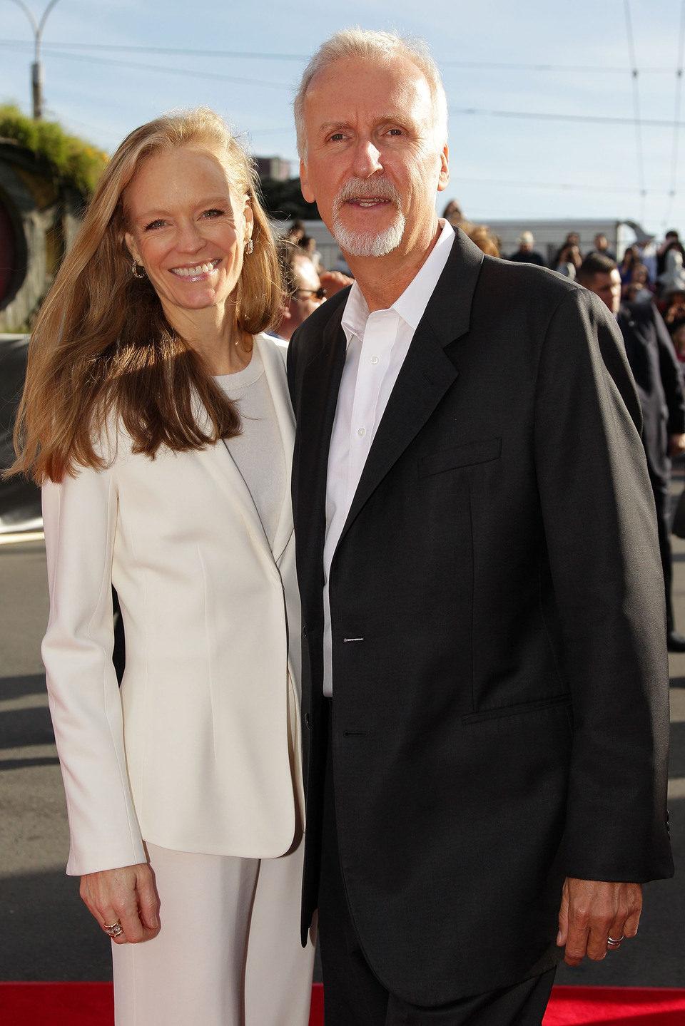 James Cameron y Suzy Amis en la premiere de 'El Hobbit: Un viaje inesperado' en Nueva Zelanda