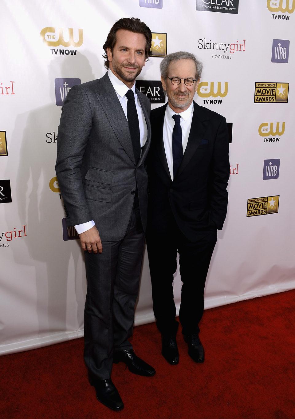 Bradley Cooper y Steven Spielberg en la gala de los Critics' Choice Movie Awards 2013