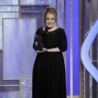 Adele recogiendo el Globo de oro 2013 por la canción de 'Skyfall'