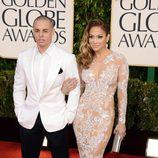Jennifer Lopez y su pareja en los Globos de Oro 2013