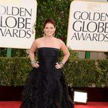 Debra Messing en la alfombra roja de los Globos de Oro 2013