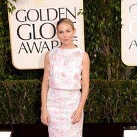 Sienna Miller en la alfombra roja de los Globos de Oro 2013