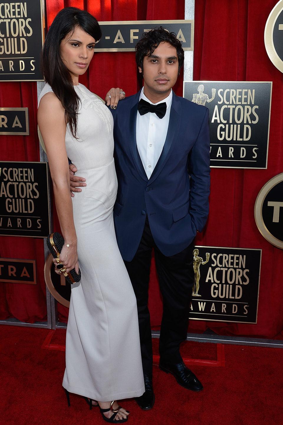 Kunal Nayyar y Neha Kapur en la alfombra roja de los Screen Actors Guild Awards 2013