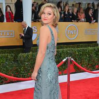 Julia Stiles en la alfombra roja de los Screen Actors Guild Awards 2013