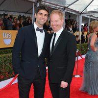 Jesse Tyler Ferguson y Justin Mikita en la alfombra roja de los Screen Actors Guild Awards 2013