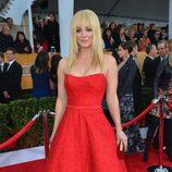 Kaley Cuoco en la alfombra roja de los Screen Actors Guild Awards 2013
