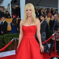 Kaley Cuoco en la alfombra roja de los Screen Actors Guild Awards 2013
