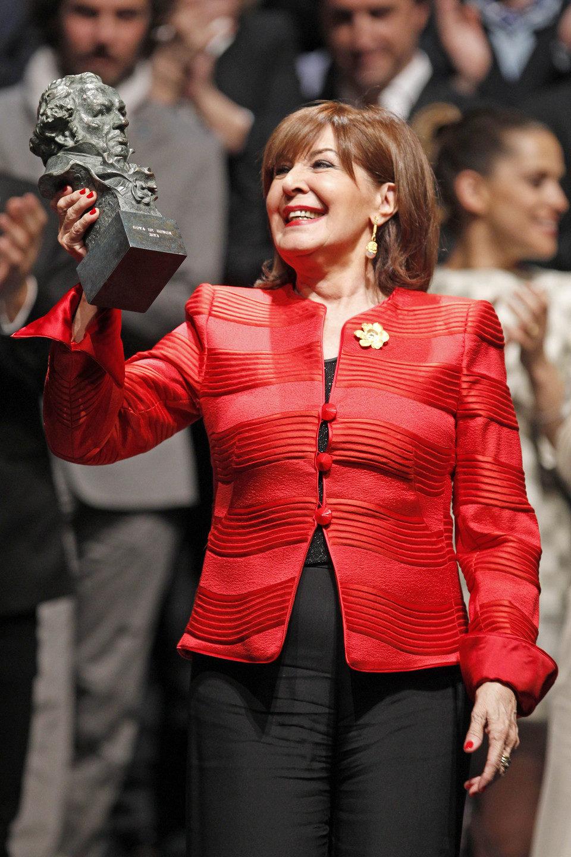 Concha Velasco con su Goya de Honor 2013