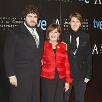 Concha Velasco con sus hijos en la cena de nominados a los Goya 2013