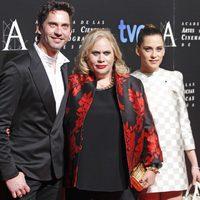 Paco León, Carmina Barrios y María Léon en la cena de los nominados a los Goya 2013