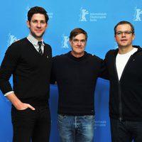 John Krasinski, Gus Van Sant y Matt Damon en la presentación de 'Tierra prometida' en la Berlinale