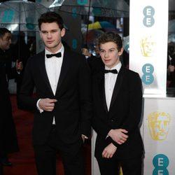 Jeremy Irvine en los BAFTA 2013