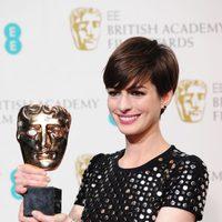 Anne Hathaway ganadora del premio a la mejor actriz secundaria en los BAFTA 2013