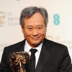 Ang Lee posa con su BAFTA 2013