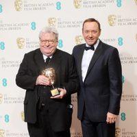 Alan Parker y Kevin Spacey posan en los BAFTA 2013
