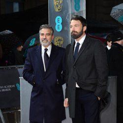 George Clooney y Ben Affleck en los BAFTA 2013