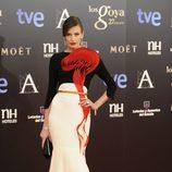 Nieves Álvarez en la alfombra roja de los Goya 2013
