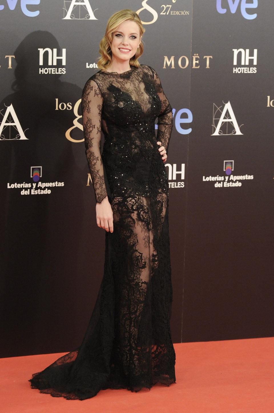 Carolina Bang en la alfombra roja los Goya 2013