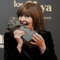 Concha Velasco con su Goya Toda una Vida 2013