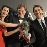 Javier Bardem, Lilly Hartley y Álvaro Longoria en los Goya 2013