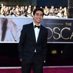 Suraj Sharma en la alfombra roja de los Oscar 2013