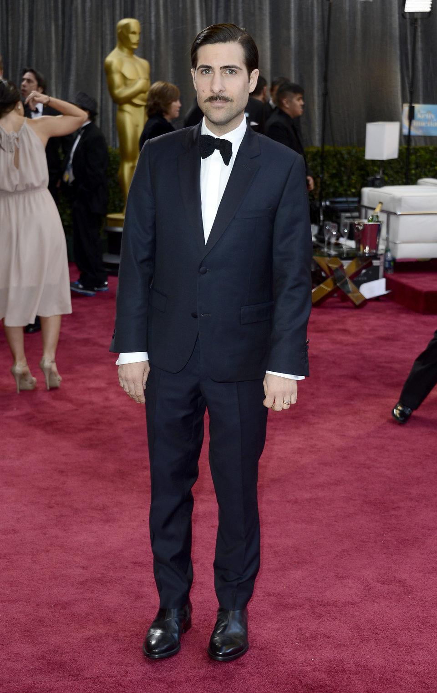Jason Schwartzman en la alfombra roja de los Oscar 2013