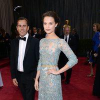 Alicia Vikander en los Oscar 2013