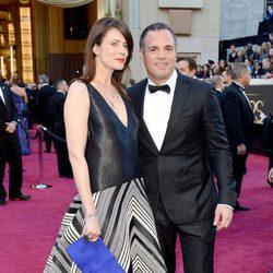 Mark Ruffalo y Sunrise Coigney en los Oscar 2013
