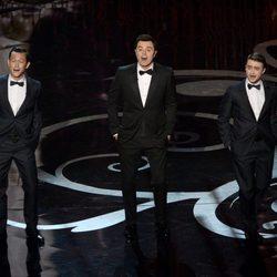 Joseph Gordon-Levitt, Seth MacFarlane y Daniel Radcliffe cantando en los Oscar 2013