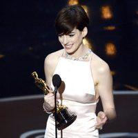 Anne Hathaway recoge el Oscar 2013 a Mejor actriz de reparto por 'Los miserables'