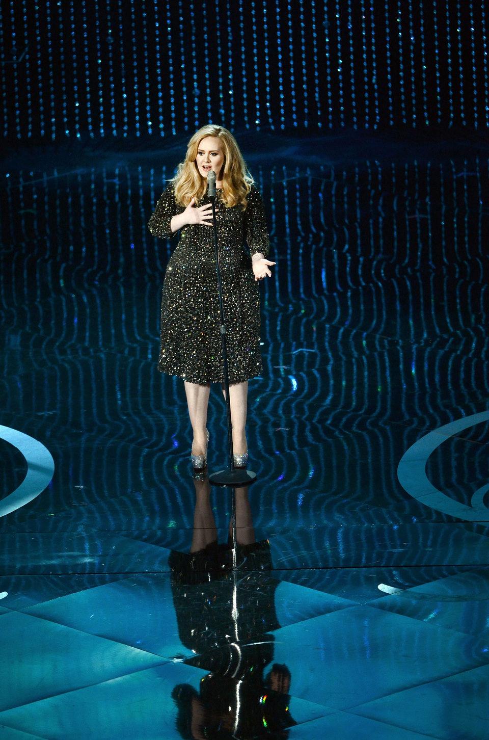 Adele interpreta 'Skyfall' en los Oscar 2103