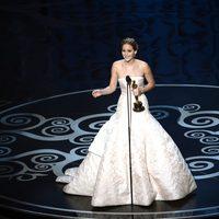 Jennifer Lawrence recoge el Oscar a Mejor Actriz por 'El lado bueno de las cosas'