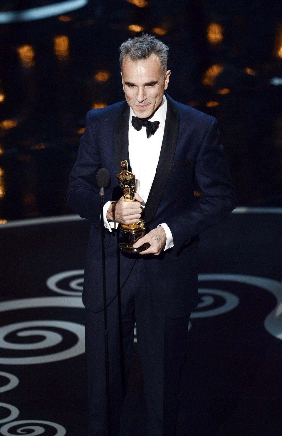 Daniel Day-Lewis recoge el Oscar a Mejor Actor por 'Lincoln'