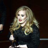 Adele recoge el Oscar a Mejor Canción Original por 'Skyfall'