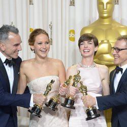 Los actores y actrices ganadores del Oscar 2013 posan juntos
