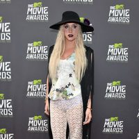 La cantante Kesha en la alfombra roja de los MTV Movie Awards 2013