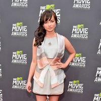 Ashley Rickards en la alfombra roja de la entrega de los MTV Movie Awards 2013