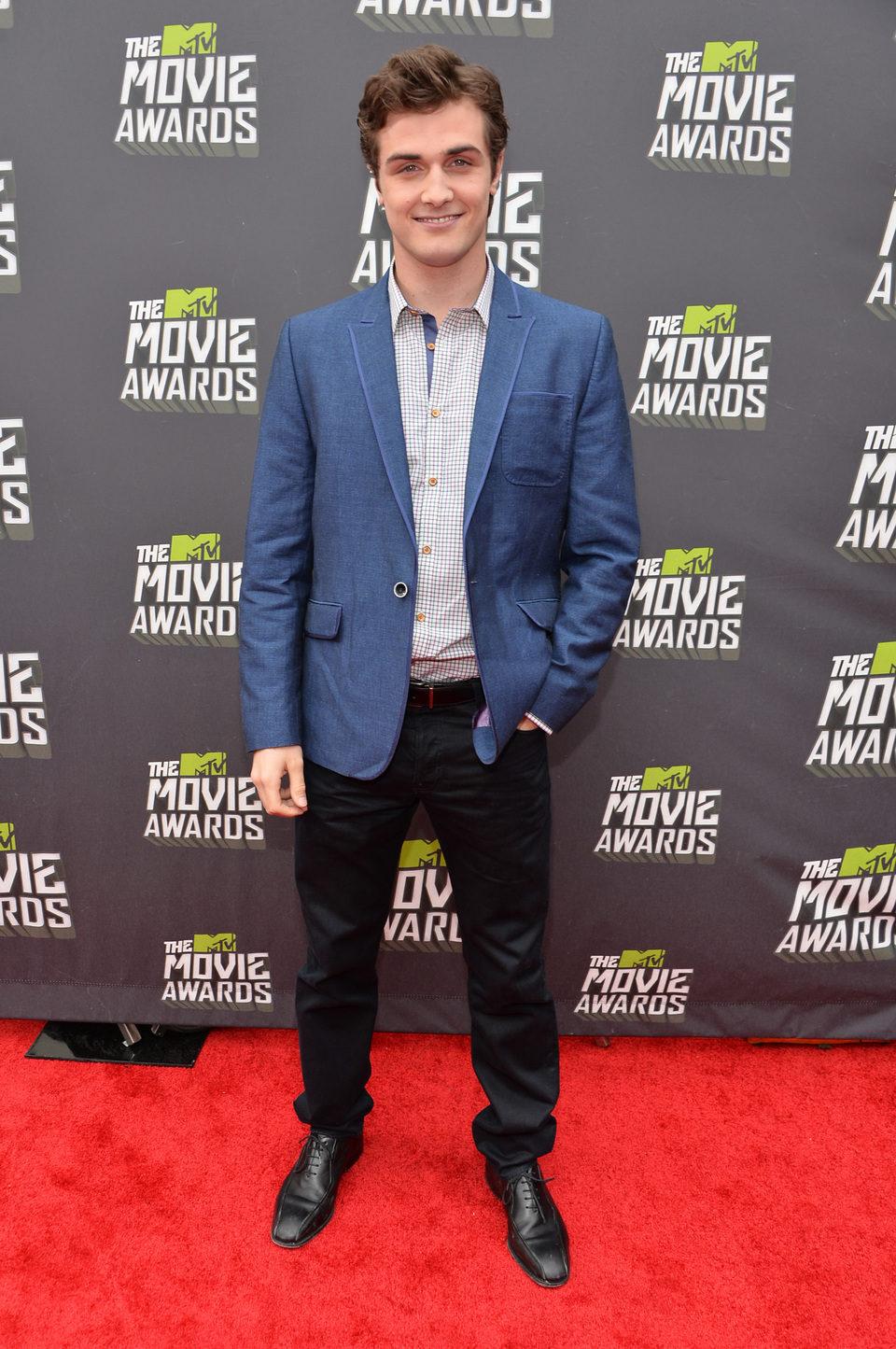 Beau Mirchoff en la alfombra roja de la entrega de los MTV Movie Awards 2013