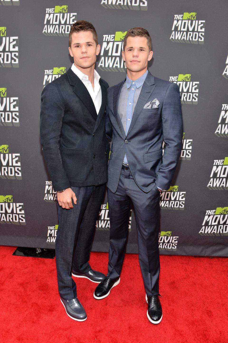 Charlie y Max Carver en la alfombra roja de la entrega de los MTV Movie Awards 2013