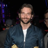 Bradley Cooper con sus premios en los MTV Movie Awards 2013