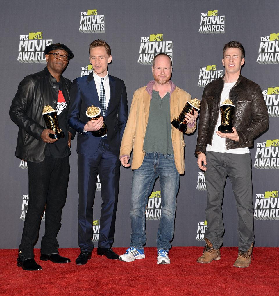 Samuel L. Jackson, Tom Hiddleston, Joss Whedon y Chris Evans con sus premios en los MTV Movie Awards 2013