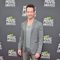 Ian Bohen en la alfombra roja de la entrega de los MTV Movie Awards 2013