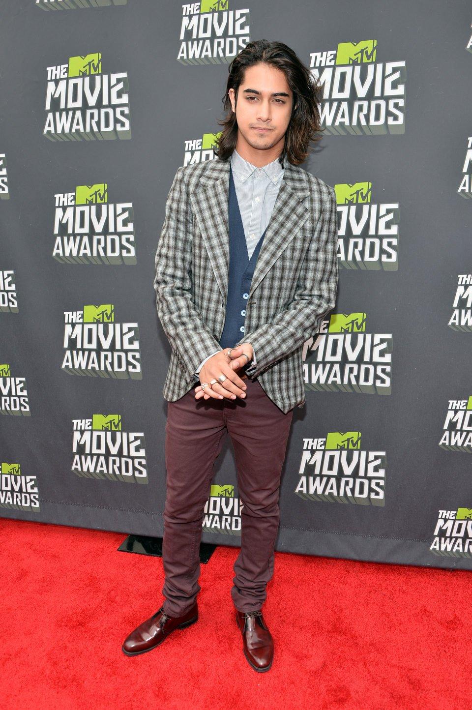 Avan Jogia en la alfombra roja de la entrega de los MTV Movie Awards 2013