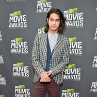Avan Jogia en la alfombra roja de la entrega de los MTV Movie Awards 2013